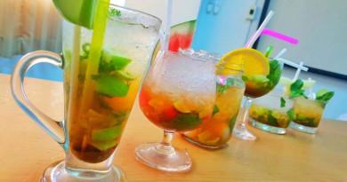 การฝึกปฏิบัติจัดโต๊ะอาหาร (Table setting) และ การผสมเครื่องดื่ม(Cocktail) นักศึกษาสาขาวิชาการท่องเที่ยว ณ อำเภอเกาะสมุย